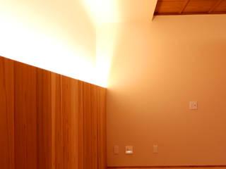 京都「北野の家」: CN-JAPAN/藤村正継が手掛けた寝室です。,