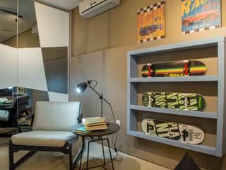 Quarto do Garoto: Lojas e espaços comerciais  por Geovanna Cristina,Moderno