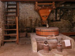 Recupero antico mulino ad acqua: Cantina in stile  di Studio Architetto Alessandro Barciulli