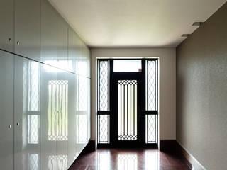 DESIGN CODE モダンスタイルの 玄関&廊下&階段 の SQOOL一級建築士事務所 モダン