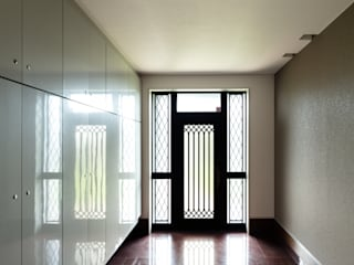 DESIGN CODE: SQOOL一級建築士事務所が手掛けた廊下 & 玄関です。