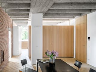 Dining room by Corneille Uedingslohmann Architekten, Modern