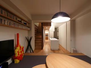 Salas / recibidores de estilo  por 有限会社スマイルスタジオ/sMile sTudio, Escandinavo