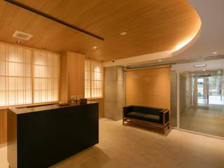 エントランス1: 一級建築士事務所 アリアナ建築設計事務所が手掛けたホテルです。