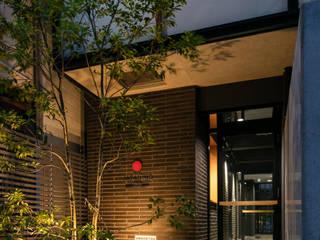 外観 入り口: 一級建築士事務所 アリアナ建築設計事務所が手掛けた商業空間です。