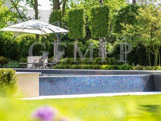Moderner Stadtgarten mit Infinity-Pool / Moderne Gartengestaltung mit Pool Moderner Garten von GEMPP GARTENDESIGN - Gartenplanung Gartengestaltung Landschaftsbau Modern