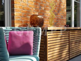 Exklusiver Familiengarten mit Design-Gartenmöbeln Moderner Balkon, Veranda & Terrasse von GEMPP GARTENDESIGN - Gartenplanung Gartengestaltung Landschaftsbau Modern