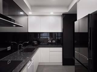 日光 隱。低調奢華 採光宅 根據 芸匠室內裝修設計有限公司 現代風