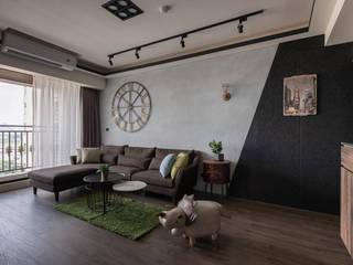 Salas de estar industriais por 澄月室內設計 Industrial