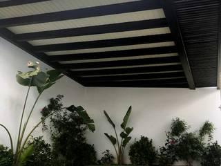 NavarrOlivier Balcon, Veranda & Terrasse minimalistes Bois Blanc