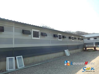 Improving natural ventilation with electric louver at piggery - photo 2 Soon Industrial Co., Ltd. 商業空間 鋁箔/鋅 Grey
