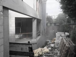 Fotografia da obra em curso por OGGOstudioarchitects, unipessoal lda Moderno