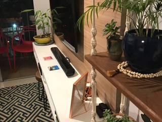 Consultoria de Interiores - Apartamento Mooca: Salas de estar  por camila shiraiva . ARQUITETA E URBANISTA,Tropical