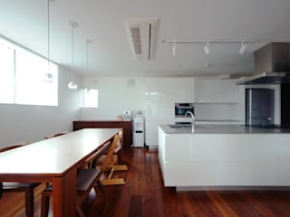 Dining room by TERAJIMA ARCHITECTS