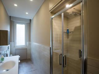 Ristrutturazione bagno appartamento in via Bramante Milano: Bagno in stile  di Ristrutturazione Case