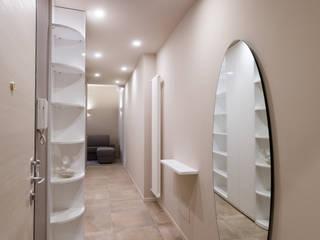 Modern Corridor, Hallway and Staircase by Ristrutturazione Case Modern