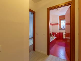 Modern corridor, hallway & stairs by Ristrutturazione Case Modern