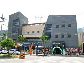 광양읍 새마을금고: 인중헌 건축사 사무소의  상업 공간
