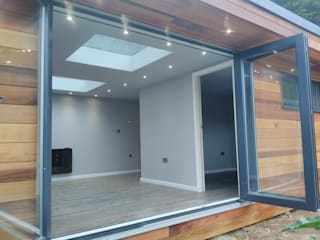 Garden room with twin skylights Modern study/office by apodo designs Modern