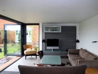 Cedar Clad Garden Room Modern office buildings by apodo designs Modern