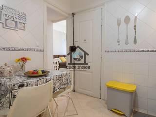APARTAMENTO EM LISBOA (CAPUCHOS): Cozinhas minimalistas por Click Inside - Real Estate Photography