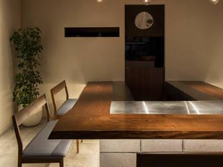 「素材」 モダンなレストラン の 株式会社KAMITOPEN一級建築士事務所 モダン