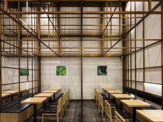 「格子」 モダンなレストラン の 株式会社KAMITOPEN一級建築士事務所 モダン