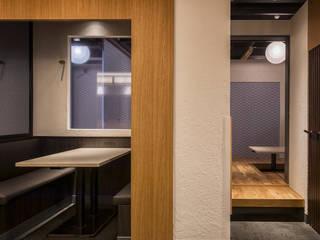 「ディスプレイケース」 モダンなレストラン の 株式会社KAMITOPEN一級建築士事務所 モダン