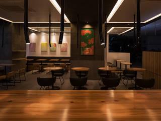 「光」 モダンなレストラン の 株式会社KAMITOPEN一級建築士事務所 モダン