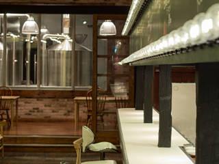「無限の組み合わせ」 モダンなレストラン の 株式会社KAMITOPEN一級建築士事務所 モダン