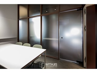 WITHJIS(위드지스) Offices & stores Aluminium/Zinc Transparent