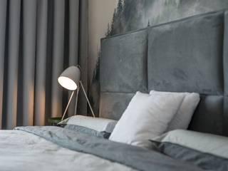 Sypialnia z fototapetą Nowoczesna sypialnia od PROJEKTY WNĘTRZ Laura Kozak Nowoczesny