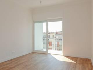 Apartamento T2 Benfica - Lisboa: Salas de estar modernas por EU LISBOA