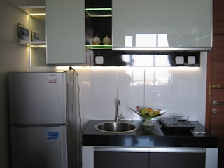 Dago Suite - Single Unit 1 Bedroom:  Dapur built in by POWL Studio