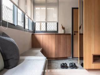 Livings de estilo asiático de 湜湜空間設計 Asiático