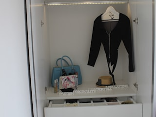 Lemari Pakaian Multifungsi: modern Dressing room by POWL Studio