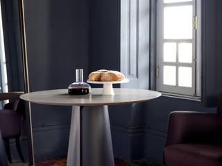 tata dining table:   por HMD Interiors