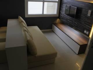 Parahyangan Residence 12 CH - Tipe 2 Bedroom:  Ruang Keluarga by POWL Studio