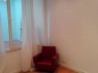 Apartamento T2 Alto São João - Lisboa: Quartos mediterrânicos por EU LISBOA