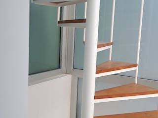 Escalera de caracol: Escaleras de estilo  de CONSTRUCCIONS VICTOR IVARS IVARS