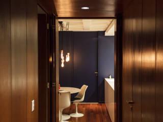 Corridor & hallway by 285 arquitetura e urbanismo, Modern