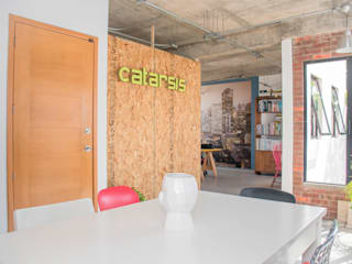Industrial style offices & stores by Constructora e Inmobiliaria Catarsis Industrial