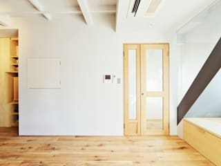 Puertas de estilo  por TRANSFORM  株式会社シーエーティ , Ecléctico