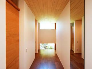 kisetsu Ingresso, Corridoio & Scale in stile moderno Legno Marrone
