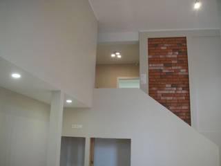 Antresola w mieszkaniu wielopoziomowa od ABC Remonty Oleba Nowoczesny