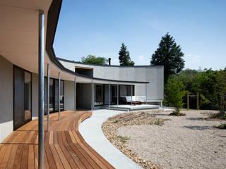 堺の家:  井上久実設計室が手掛けたベランダです。