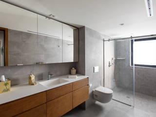 homify Modern bathroom Grey