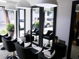 Sala de extensiones para cabello: Estudios y oficinas de estilo  por Arq. Vianey Pineda