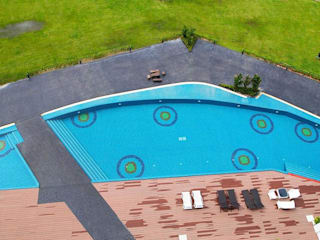 พื้นรอบสระว่ายน้ำ โดย QWOOD by AN EMPIRE ผสมผสาน