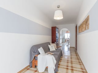 Corridor & hallway by Anna Leone Architetto Home Stager,